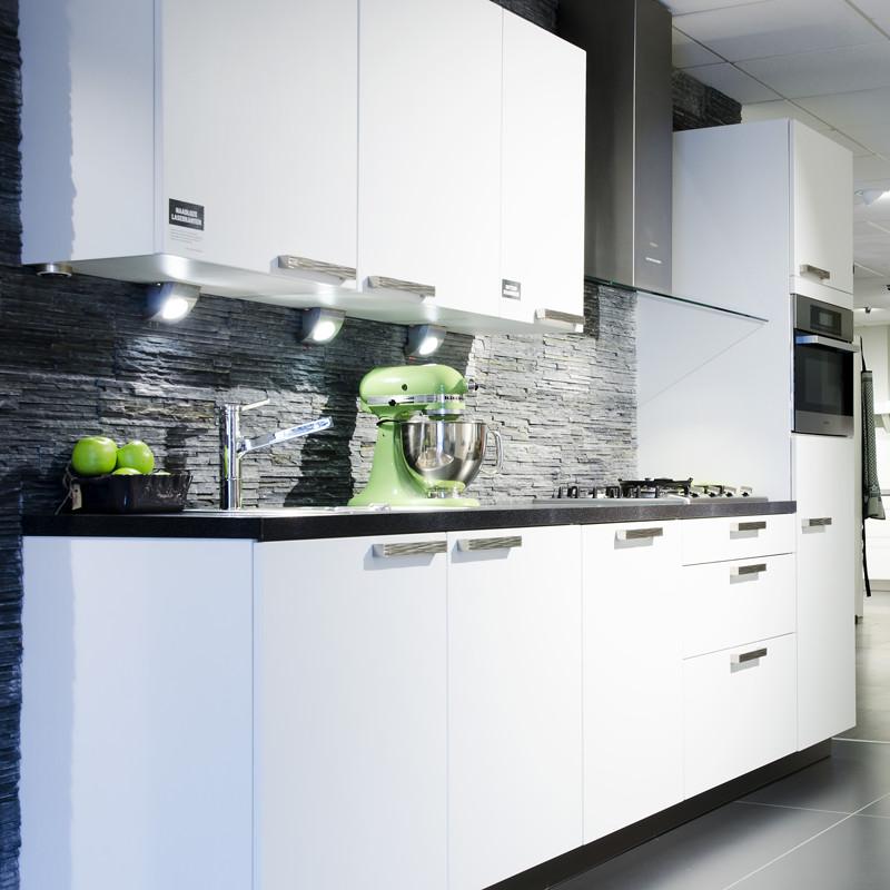 Onze showroom weeteling keukens grootebroek - Kleine witte keuken ...